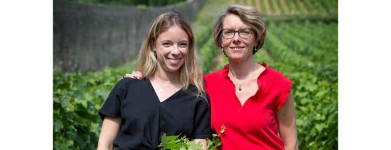 Christine Gruère Dubreuil  et sa fille Clémentine dans  le Clos Berthet.